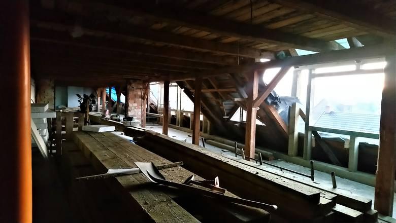 """Za miesiąc kończy się remont Centrum Pomocy Caritas w Supraślu, w którym ruszy """"Arka"""", czyli miejsce do życia dla dorosłych osób z niepełnosprawnością"""