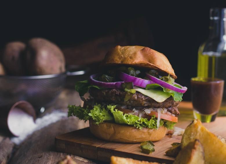 Fast food na diecie DASH jest wykluczony – chyba, że ulubione dania przygotuje się z niskosodowych, najlepiej przyrządzonych w domu składników.