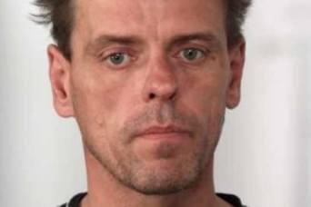 Do więzienia nie trafił na przykład poszukiwany od 2012 roku Jarosław Wójcik. Prowadził wówczas opla omegę. Został poproszony przez znajomego o podwiezienie