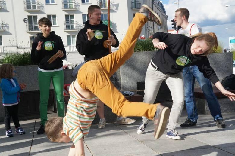 Skwer Konstantyna I Wielkiego. Capoeira na świeżym powietrzu (zdjęcia, wideo)