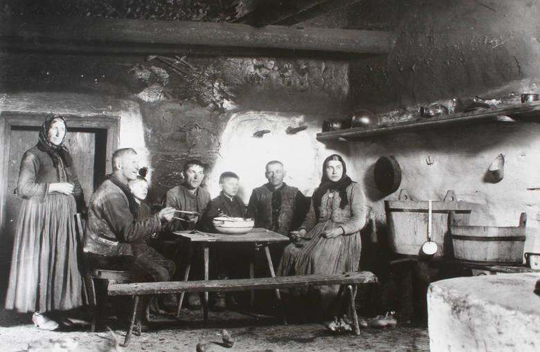 Wieczerza u wójta, Gostwica, powiat nowosądecki, 1922 rok.