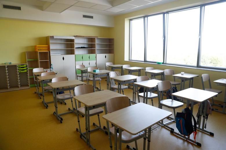 Świadectwa i legitymacje szkolne będą mogli odebrać wyłącznie rodzice. Kuriozalny przepis MEN utrudni życie uczniom?