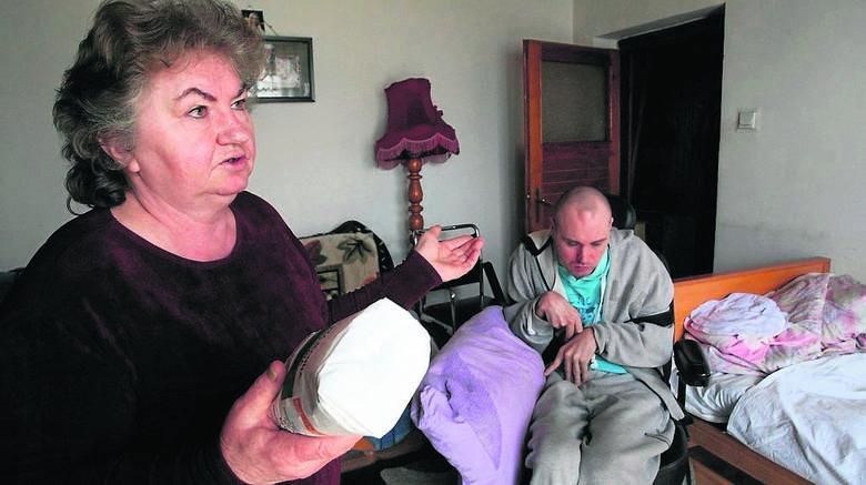 Centra opiekuńczo-mieszkalne mogą być pomocnym rozwiązaniem - uważa  Halina Daniszewska z Siemianic, która od kilkunastu lat opiekuje się niepełnosprawnym