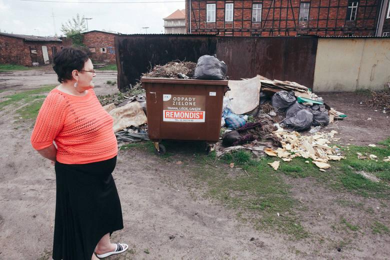 Pani Stefania wie, że ta część miasta ma złą renomę. Ale, jak uważa, to nie do końca wina samych mieszkańców.