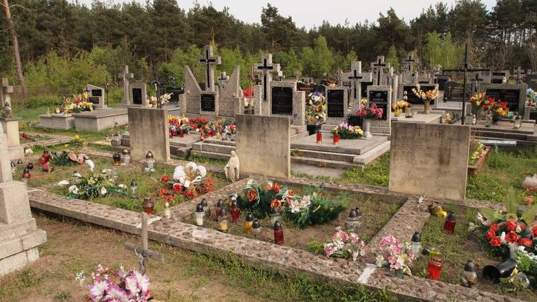 Najstarszym cmentarzem w gminie jest cmentarz parafialny w Odrzywole przy ul. Opoczyńskiej. Został założony w połowie XIX wieku. Chowano na nim między