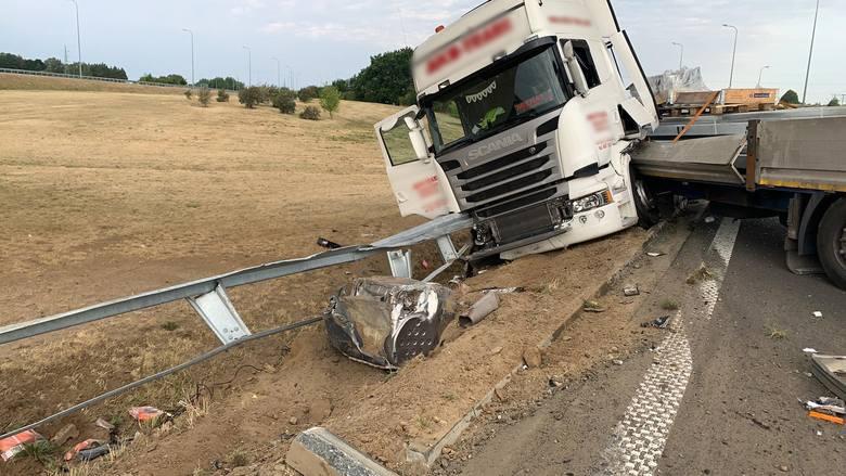 Kolizja na S3. Samochód ciężarowy zablokował zjazd w stronę Kołbaskowa