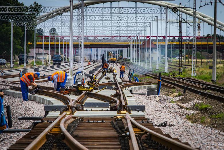 Jak poinformowali przedstawiciele PKP PLK, do drugiego etapu ogólnopolskiego Programu Kolej Plus zakwalifikowano 79 projektów inwestycyjnych. Pięć z