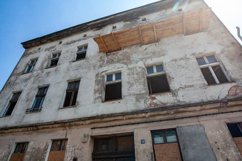 Przy ulicy Gdańskiej w Bydgoszczy znikają stare, zniszczone budynki. W ich miejscu ma powstać nowe osiedle mieszkaniowe.