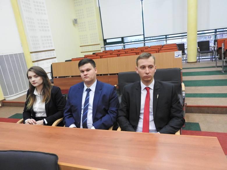 Uroczystą inauguracją rozpoczął obrazy młodzieżowy sejmik województwa podlaskiego trzeciej kadencji. Zasiada w nim 30 młodych ludzi z całego regionu
