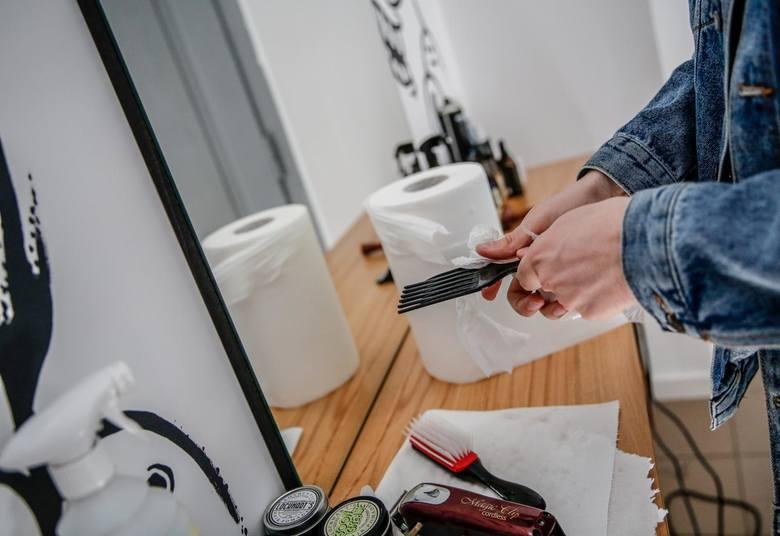 Fryzjerzy wskazali, że koszty wprowadzonych zmian w związku z wprowadzeniem środków bezpieczeństwa wynoszą do 500 zł miesięcznie.