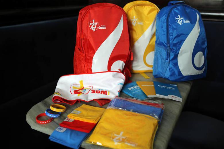ŚDM 2016. Co pielgrzymi poniosą w kolorowym plecaku [ZDJĘCIA]