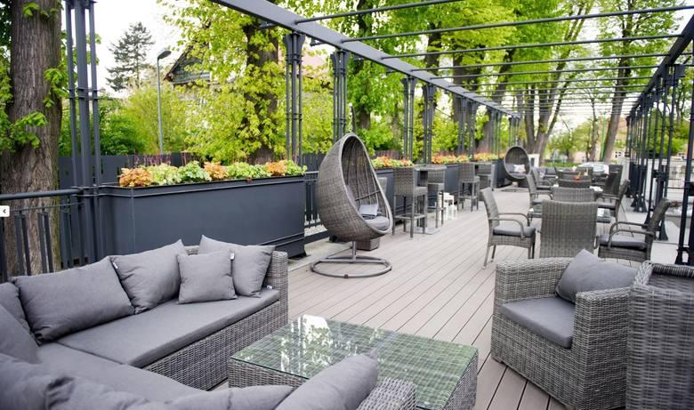 Restauracja Pergola w Łańcucie została wyróżniona w kategorii Grand Award - 3 Widelce. Restauracja jest miejscem pełnym światła dziennego z jasnymi kolorami