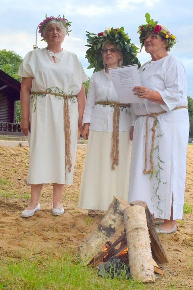 Tegoroczne obchody Imieniny Pana Jana były okrojone ze względu na epidemię. Jednym z elementów świętowania była inscenizacja sobótkowa nad zwoleńskim