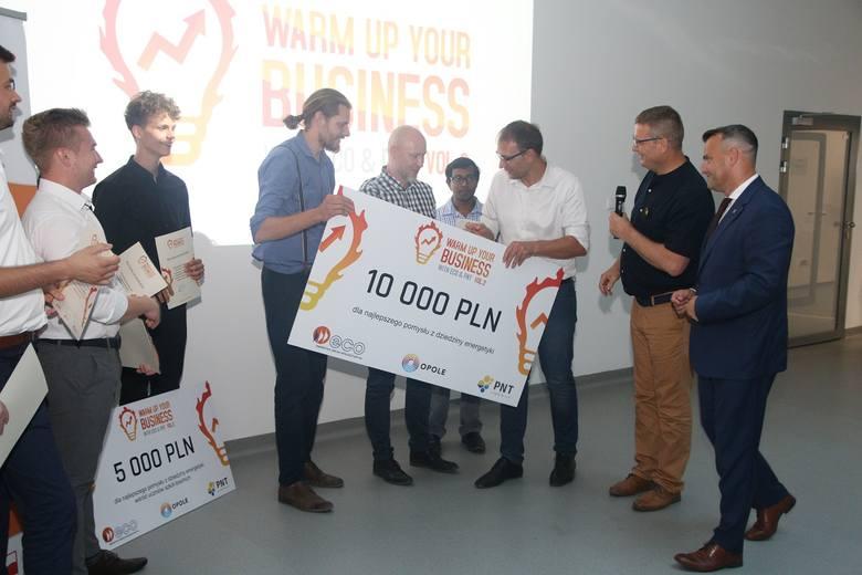 Zdobywcy główniej nagrody w konkursie Warm up Your Business.