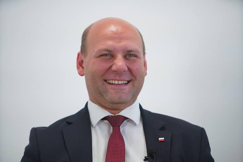 Szymon Szynkowski vel Sęk, wiceminister spraw zagranicznych i poseł PiS oraz Adam Szłapka, poseł Nowoczesnej, byli pierwszymi politykami, którzy zmierzyli się w debacie organizowanej przez Głos Wielkopolski przed wyborami do Sejmu.