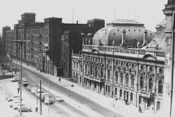 Central, dwupoziomowe skrzyżowanie, budowa bloków, pierwsze przejście podziemne. Łódź w latach siedemdziesiątych XX wieku! [zdjęcia]
