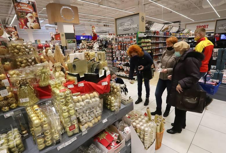 W piątkowe popołudnie Radomianie wybrali się na  zakupy do Centrum Handlowego E.Leclerc. Można tam znaleźć wiele artykułów w atrakcyjnych cenach.  W