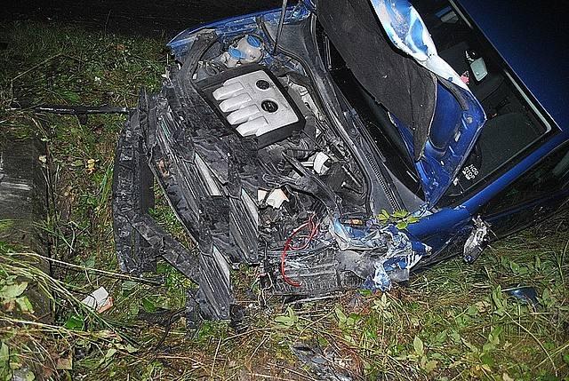 Czołowe zderzenie volkswagena i skody. Nie żyje 42-latek [ZDJĘCIA]