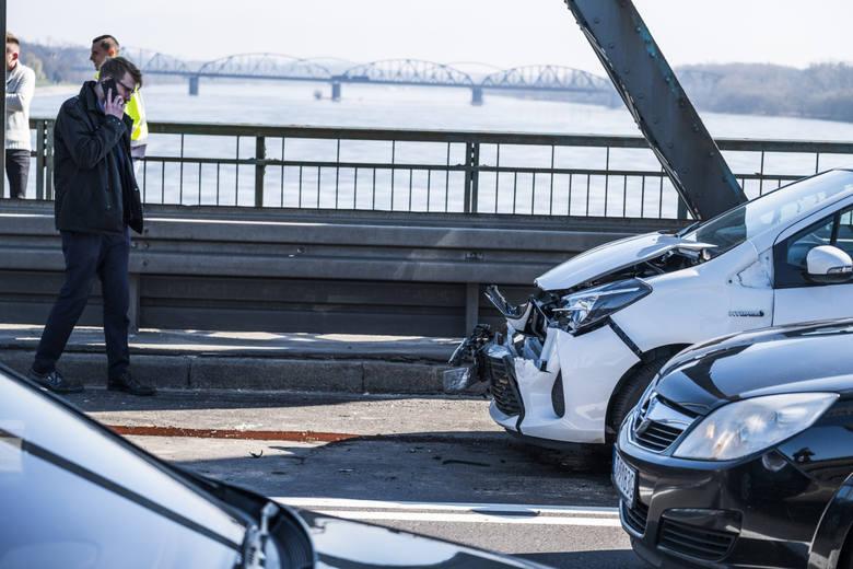 O 15 procent rośnie podstawowa kara za brak komunikacyjnego ubezpieczenia OC. W 2020 roku właściciel samochodu osobowego bez tej polisy zapłaci maksymalnie