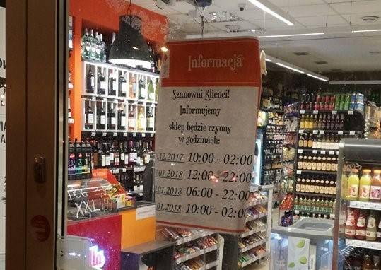Informacja wywieszona na drzwiach Carrefour Express przy ul. Zesłańców Sybiru (dawna ul. Hempla) w Lublinie