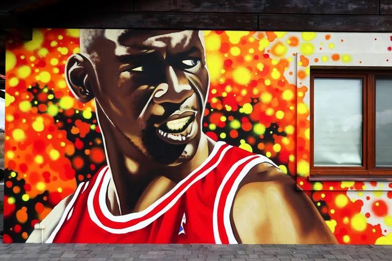 Michael Jordan na ścianie domu. Kolejne dzieło Kruka z Pabianic. ZDJĘCIA