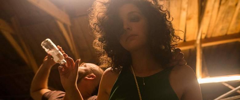 """W tej scenie filmu """"Zabawa zabawa"""" Maria Dębska, córka reżyserki, musiała zagrać pijaną do imentu ofiarę gwałtu"""