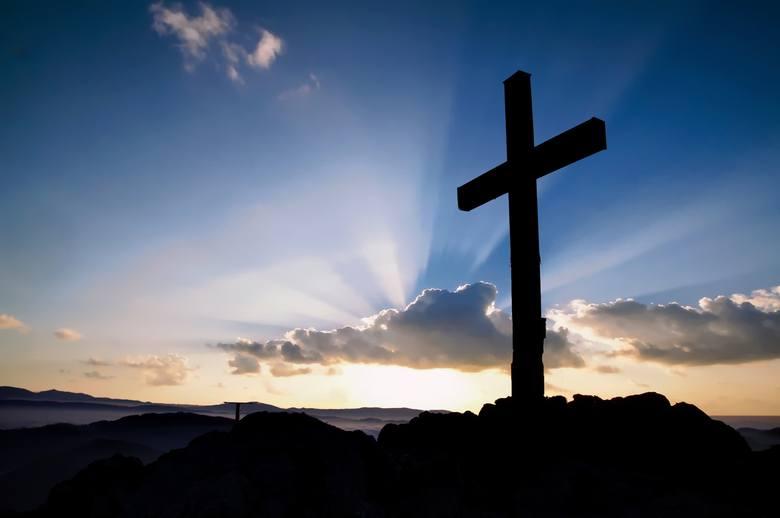 Główny symbol chrześcijaństwa, w wersji składającej się jedynie z dwóch belek - katolicyzmu. Symbol cierpienia i śmierci Jezusa, a jednocześnie zwycięstwa