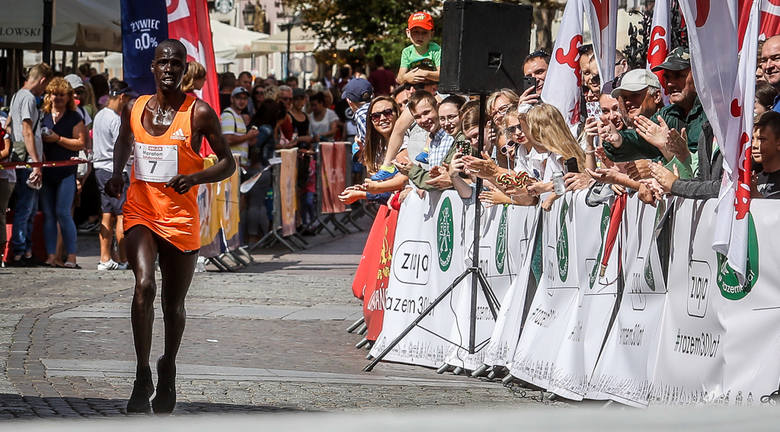25. Orlen Maraton Solidarności zgromadził w czwartek na starcie prawie 950 biegaczy
