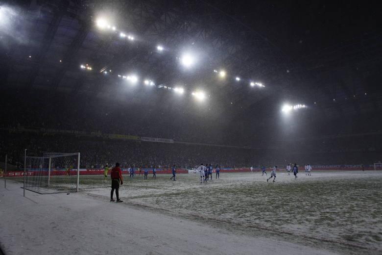 Mija 9 lat od słynnego meczu Lecha Poznań z Juventusem. Aura nie rozpieszczała piłkarzy i kibiców. Zawodnicy obu drużyn walczyli przy trzaskającym mrozie