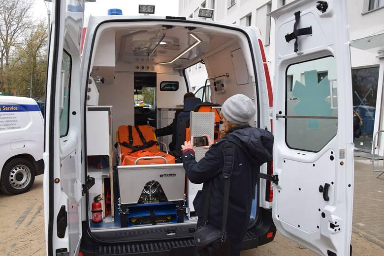 Zakupiona kareta to ambulans typu B przeznaczony do przewozów specjalistycznych. Druga karetka dla dzieci to ambulans noworodkowy, z inkubatorem.