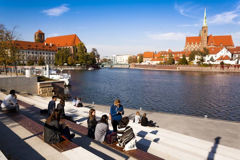 Od 7 do 8 tysięcy osób rocznie przeprowadza się do Wrocławia z innych miejscowości. Z jakich? Dokładnie policzył to urząd statystyczny. Zobaczcie na