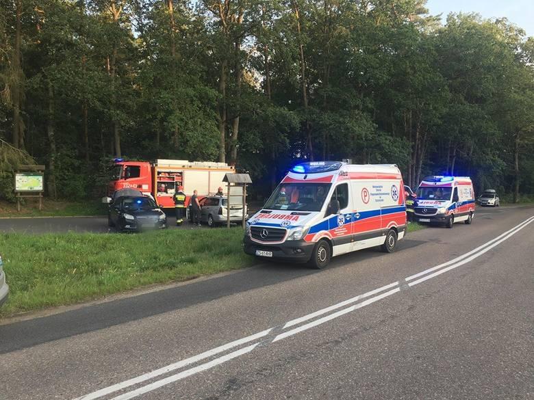 Do niebezpiecznego zdarzenia doszło w okolicy Maszkowa (powiat koszaliński). Samochód osobowy dachował na drodze nr 206.- Z naszych ustaleń wynika, że
