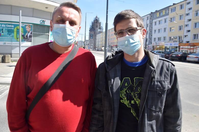 - Jak się w niej chodzi? Strasznie! Ale zdrowie najważniejsze – mówili nam w czwartek 16 kwietnia gorzowianie. Niemal wszyscy chodzą już maseczkach ochronnych.
