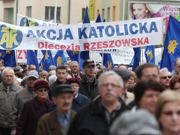 5 tysięcy osób na marszu w obronie Kościoła w Rzeszowie [ZDJĘCIA]