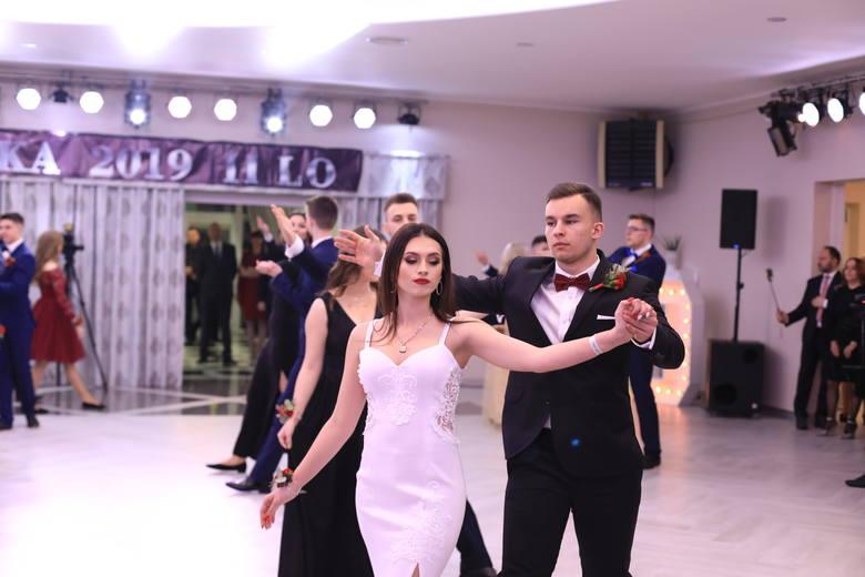 Studniówka 2019 II LO w Ostrołęce. Zobaczcie zdjęcia i wideo