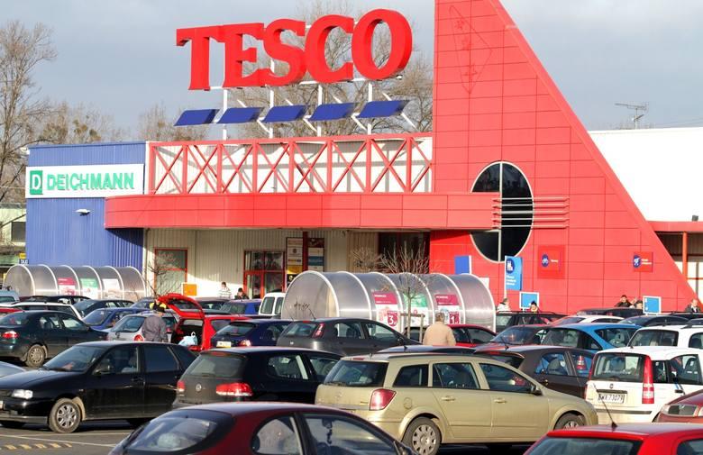 Tesco sprzedało pięć sklepów w Polsce: to placówki w Warszawie, Wrocławiu, Krakowie, Gdańsku i Lublinie. Dodatkowo sieć zdecydowała o zamknięciu sklepu