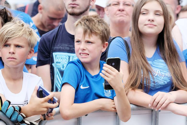 Lech Poznań zorganizował w sobotę oficjalną prezentację drużyny Kolejorza przed sezonem 2018/19. Byłeś w strefie kibica na MTP? Znajdź się na zdjęciach!<br />...
