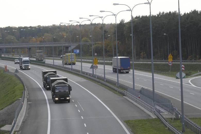 Pomorskie: Ciężarówką z naczepą pod prąd jechał po autostradzie A1. Okazało się, że ma COVID-19