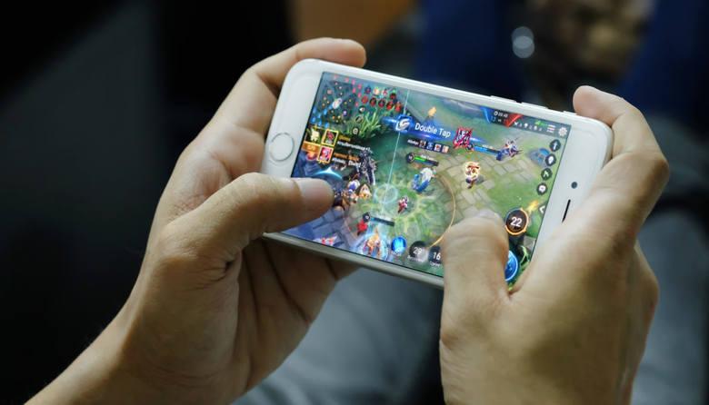 TOP 10 najlepszych gier mobilnych na smartfony w 2018 roku [NAJLEPSZE GRY MOBILNE 2018]
