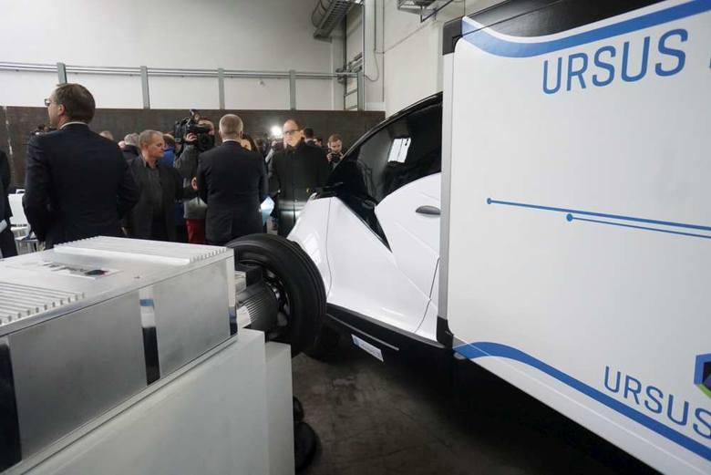 Wspólnymi siłami Ursus i zakłady Cegielskiego mają stworzyć elektryczny samochód przyszłości. W piątek prototyp zobaczył wicepremier Mateusz Morawiecki.