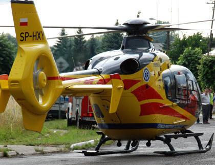 Na miejsce wezwano śmigłowiec z zespołem medycznym Lotniczego Pogotowia Ratunkowego.