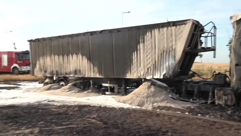 Płonąca ciężarówka wywołała groźny pożar [FILM]