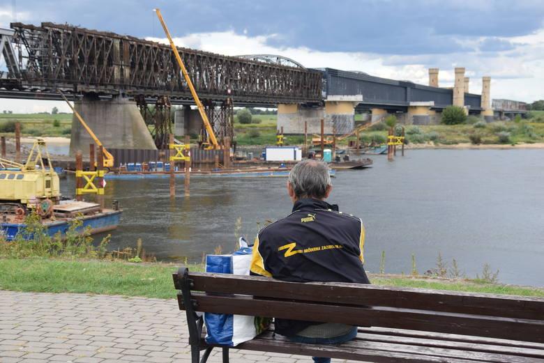 Mieszkańcy powiatu tczewskiego z niepokojem patrzą na rzekę. Prawdopodobnie w środę może dotrzeć w okolice powiatu tczewskiego płynąca Wisłą fala zanieczyszczeń
