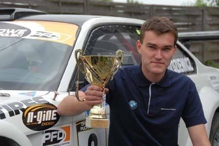 Wojtek Goździewicz z pierwszym pamiątkowym pucharem zawodów zaliczanych do klasyfikacji Driftowego Pucharu Polski.
