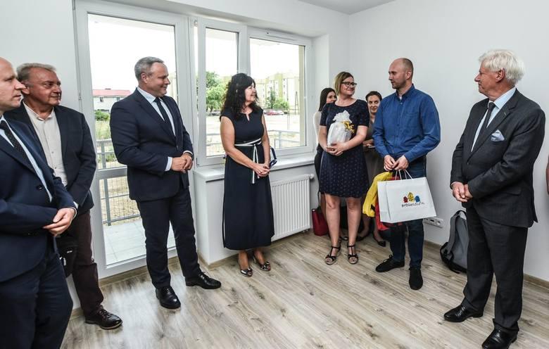 44 mieszkania znajdują się w bloku, który dzisiaj Bydgoskie Towarzystwo Budownictwa Społecznego oficjalnie przekazało do użytku. 4-kondygnacyjny blok