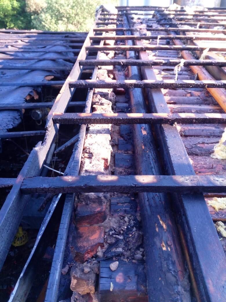 Przy ul. Klonowej w podmiasteckiej Pasiece palił się kurnik. Strażacy szybko ugasili ogień. Prawdopodobna przyczyna pożaru to zapalenie się drewna składowanego