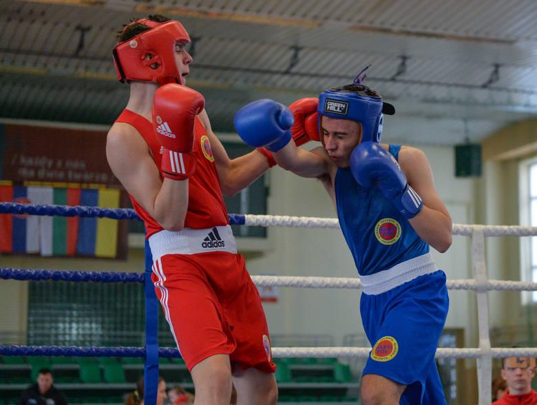 W sobotę w przemyskiej hali sportowej odbyły siępierwsze zawody nowej edycji Międzynarodowego Pucharu Karpat w boksie. Do Przemyśla przyjechało blisko