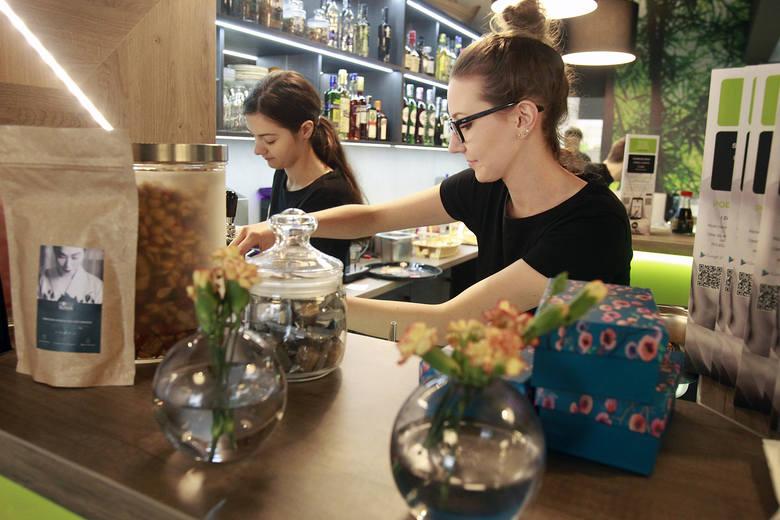 Lodziarnia, bar z sushi, restauracja ormiańska - w ostatnich tygodniach otworzyło się w Łodzi sporo nowych lokali. Zobaczcie, co nowego możecie zjeść