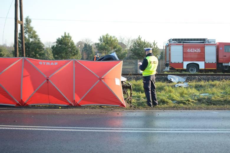 Do wypadku doszło na przejeździe kolejowym z sygnalizacją świetlną w miejscowości Biały Bór. Przyczyny wypadku ustala policja pod nadzorem prokuratora.
