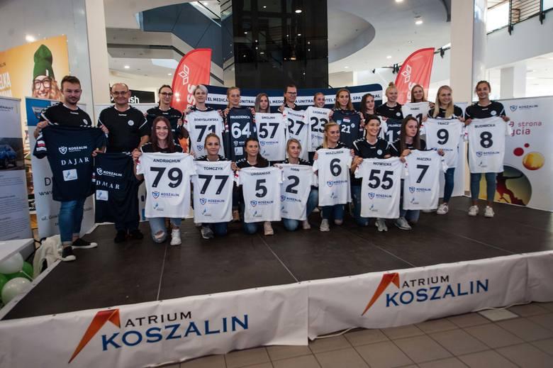 Niedzielnym, wyjazdowym meczem z mistrzyniami Polski, MKS Perła Lublin, nowy sezon rozpocznie zespół Piłka Ręczna Koszalin. W poniedziałek w Centrum